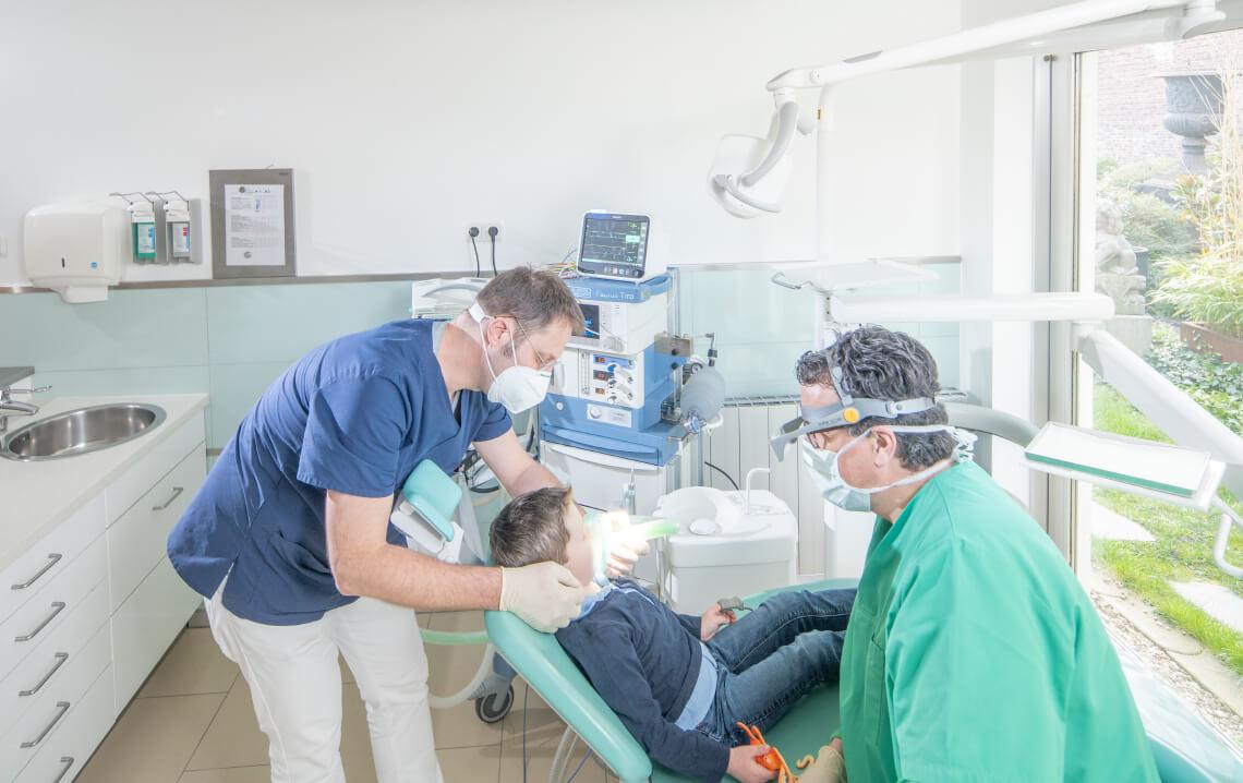 Kinderbehandlung unter Vollnarkose bei Ihrem Zahnarzt Dr. van Straelen in Rheinberg